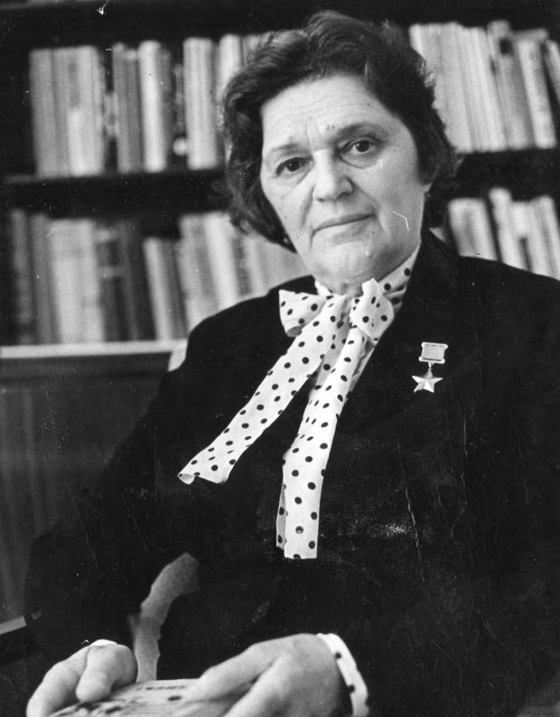 Герой Советского Союза Елена Мазаник, заместитель директора библиотеки