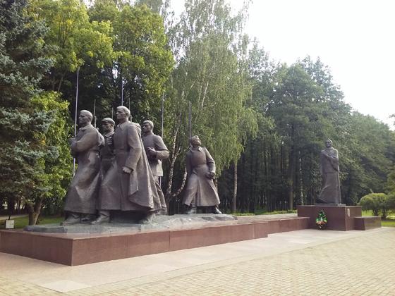 Монумент в честь советской матери-патриотки, Жодино